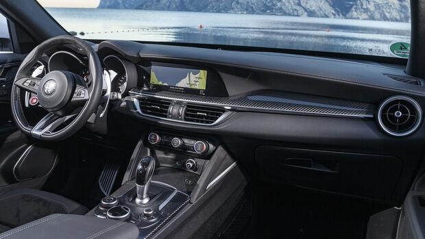 Alfa Romeo Stelvio Quadrofolglio, Interieur