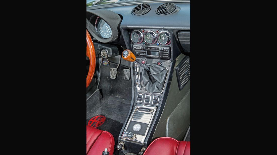 Alfa Spider 2000 Fastback, Mittelkonsole