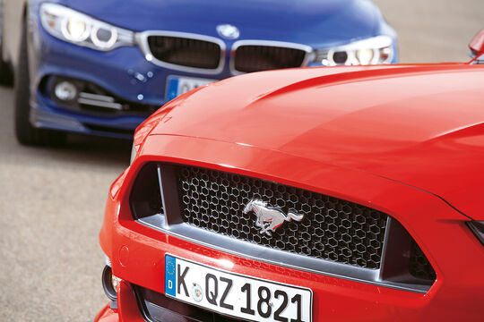 Alpina B4 Biturbo Coupé, Ford Mustang GT 5.0 Fastback, Kühlergrill