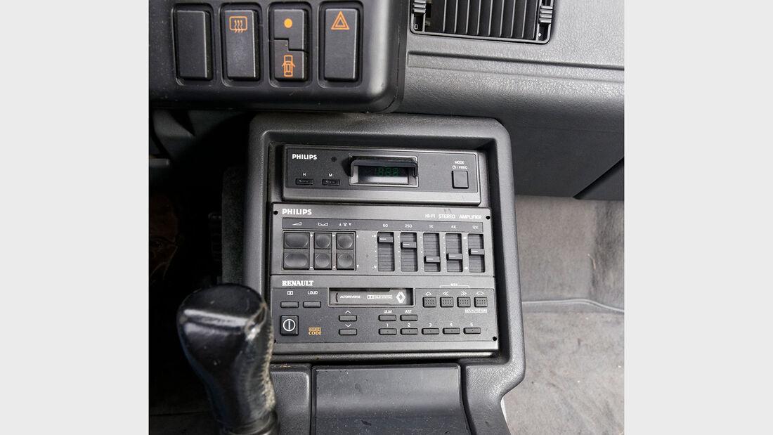 Alpine V6 Turbo, 1990, Mittelkonsole