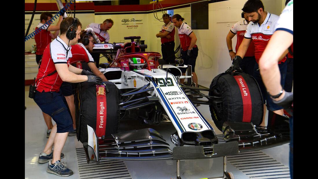 Antonio Giovinazzi - Alfa Romeo - F1-Test - Bahrain - 2. April 2019