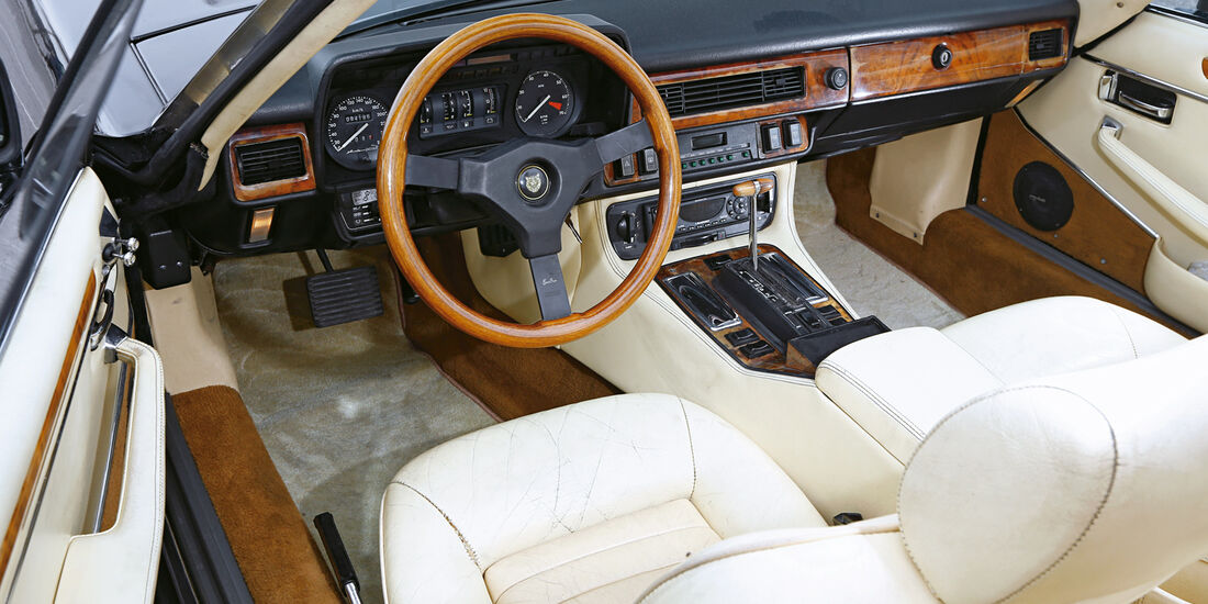 Arden-Jaguar AJ2, Cockpit