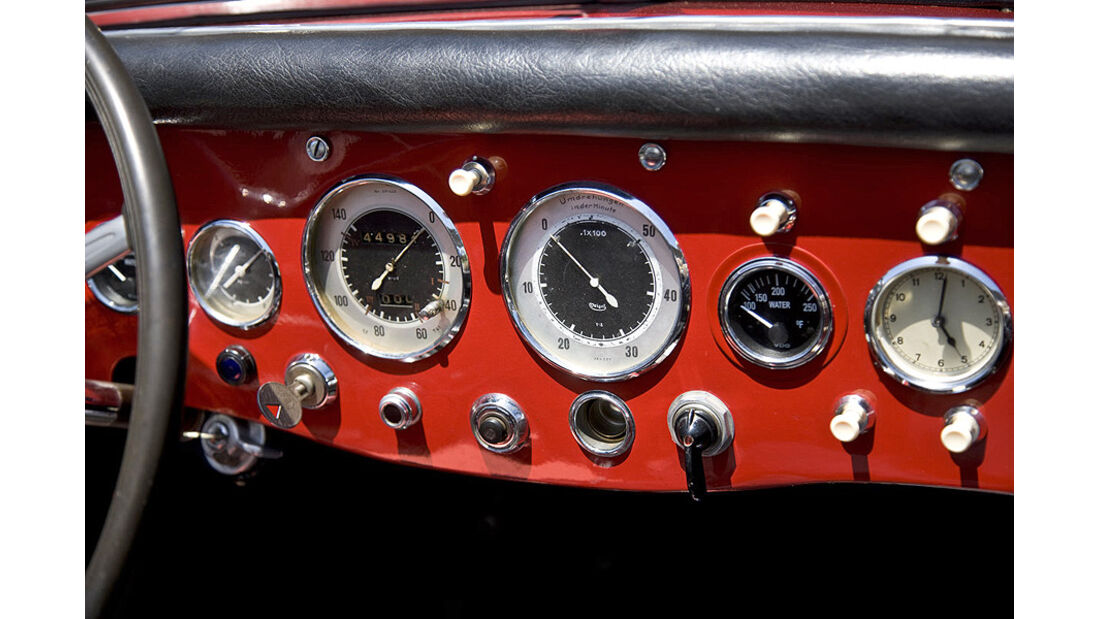 Armaturenbrett des Mercedes-Benz 150 Sport Roadster