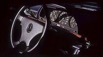 Armaturenbrett und Lenkrad des Mercedes-Benz 380 SEC
