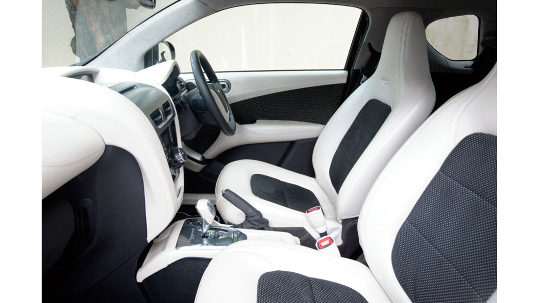 Aston Martin Cygnet, Cockpit, Fahrersitz