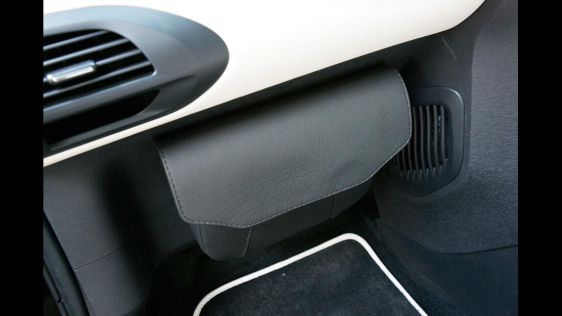Aston Martin Cygnet, Detail, Ablagefach