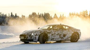 Aston_Martin_DB11_getarnt_Mitfahrt_Winter