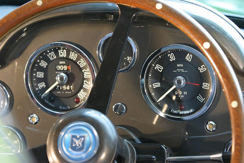 Aston Martin DB4  GT Armaturenbrett