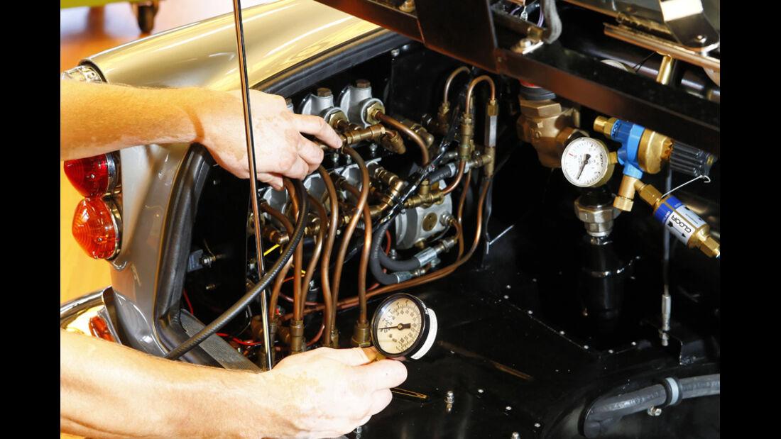 """Aston Martin DB5 """"007"""", Hydraulik, Kofferraum"""