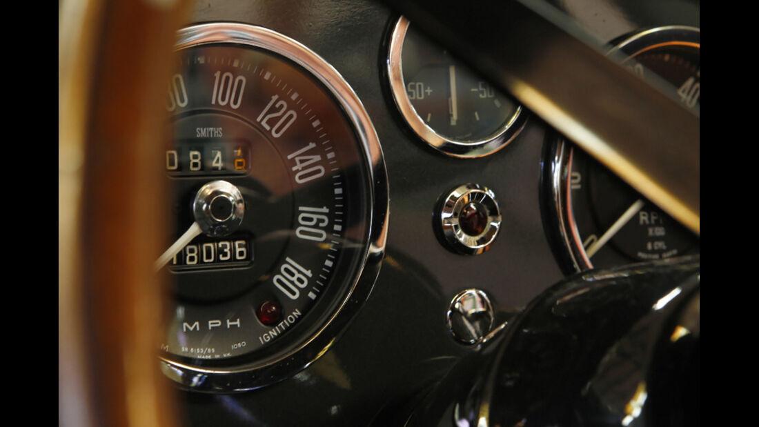 "Aston Martin DB5 ""007"", Instrumente"