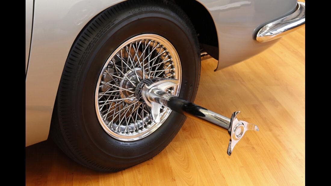 """Aston Martin DB5 """"007"""", Reifenschlitzer"""
