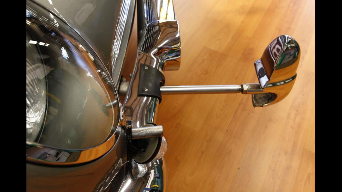 """Aston Martin DB5 """"007"""", Stoßstangenhörner ausgefahren"""