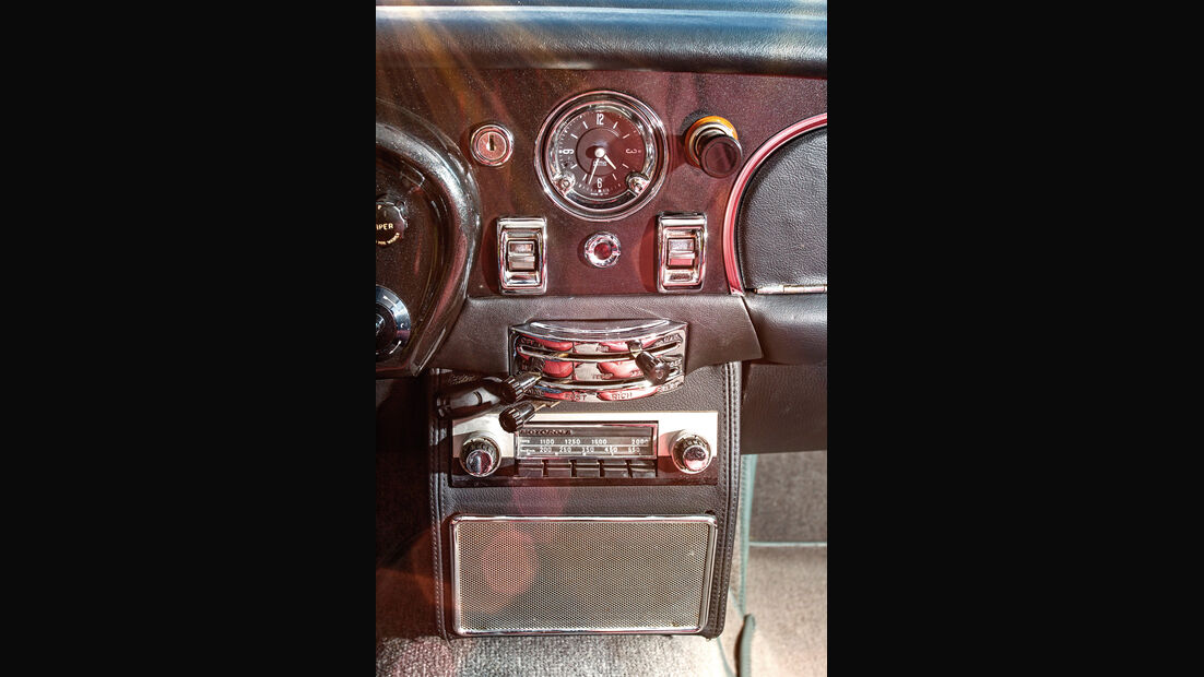 Aston Martin DB6 MK I, Mittelkonsole