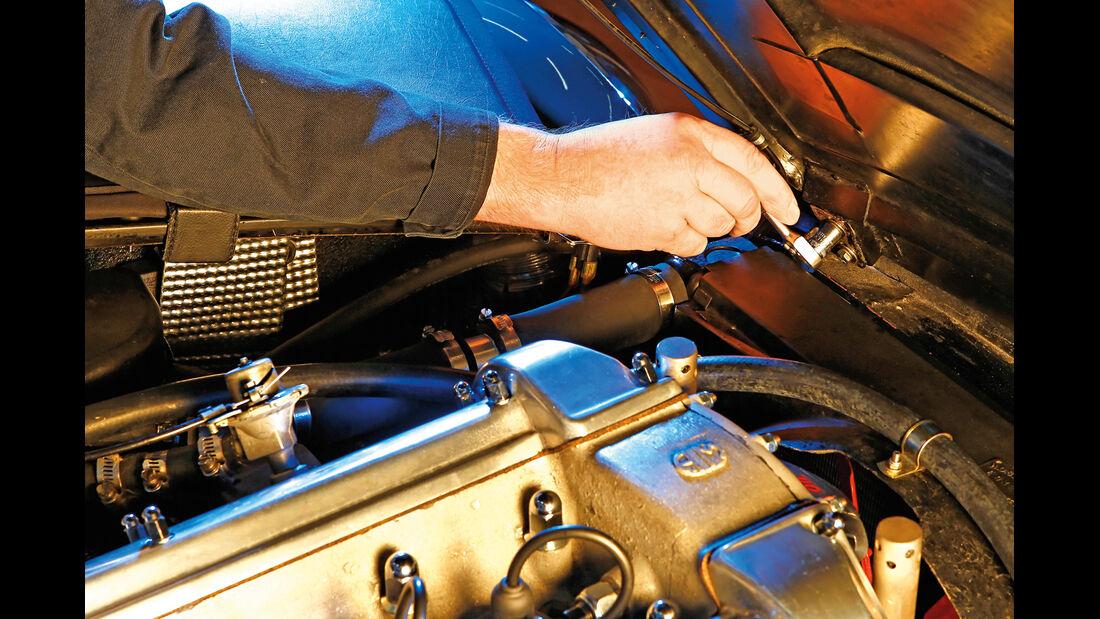 Aston Martin DB6, Wasserpumpe, Wechsel