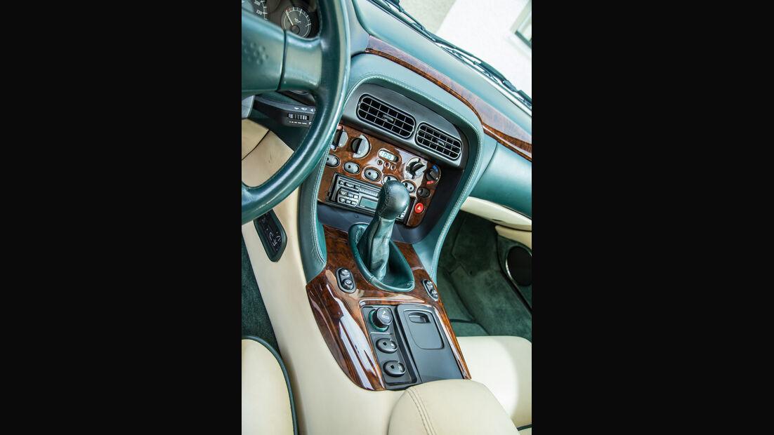 Aston Martin DB7, Mittelkonsole
