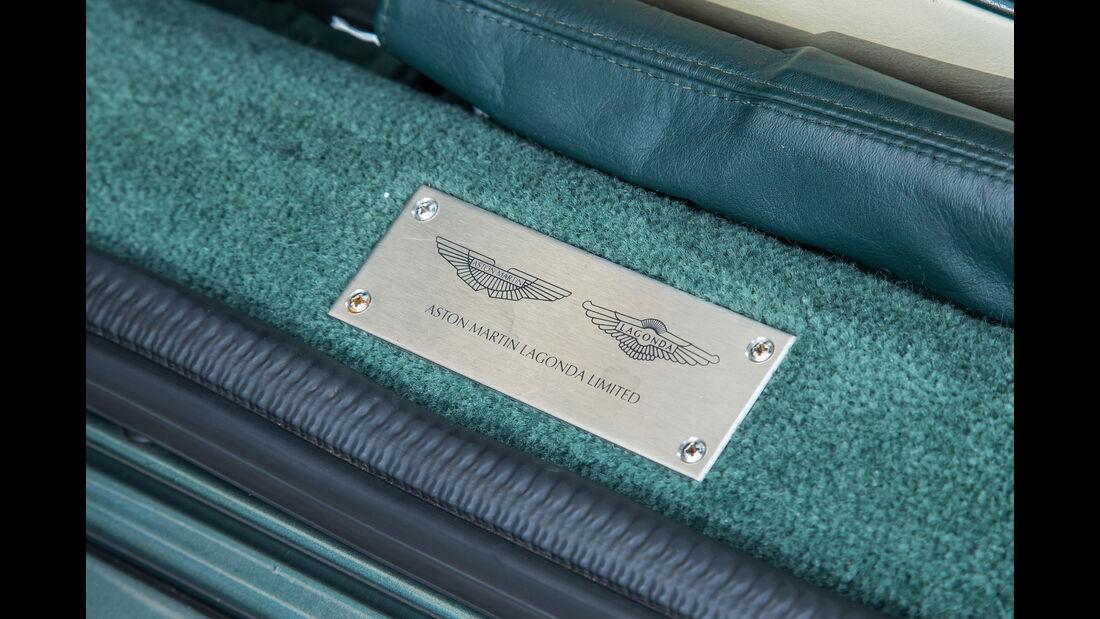 Aston Martin DB7, Plakette
