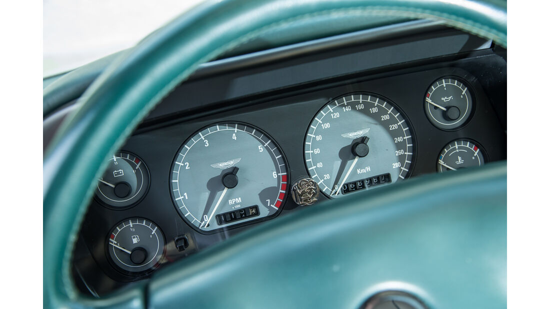 Aston Martin DB7, Rundinstrumente