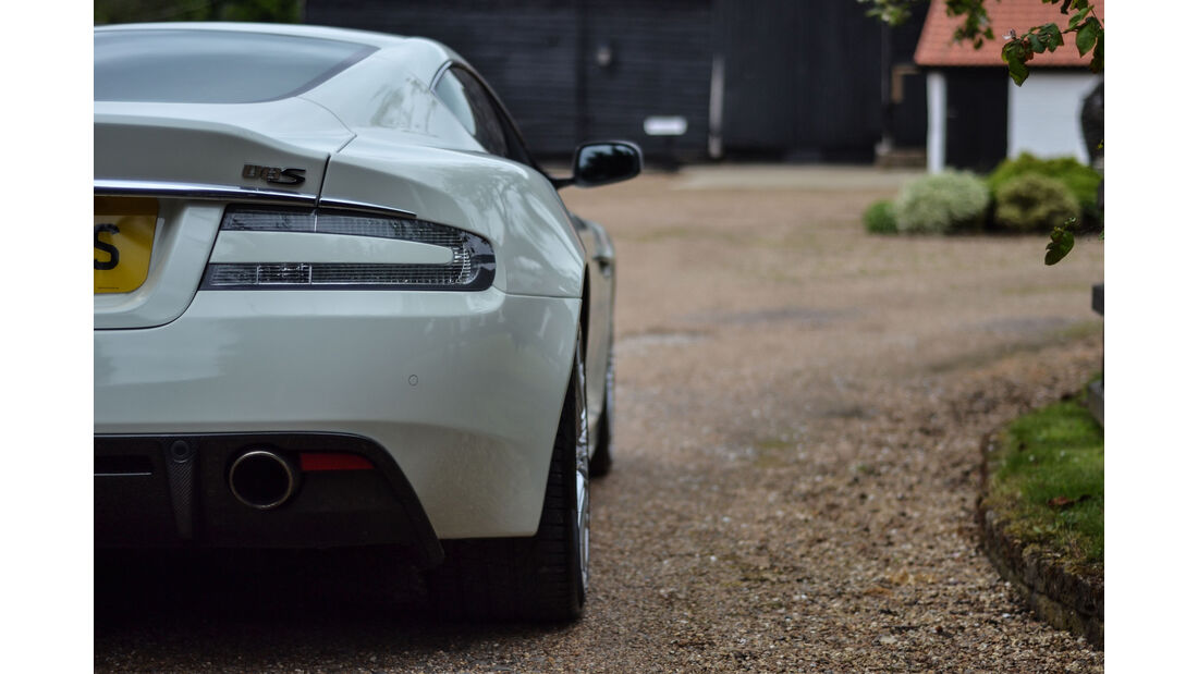 Aston Martin DBS Glow in the Dark