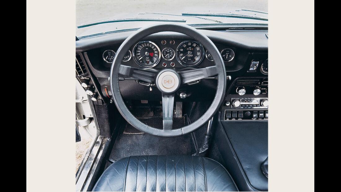 Aston Martin DBS V8, Cockpit