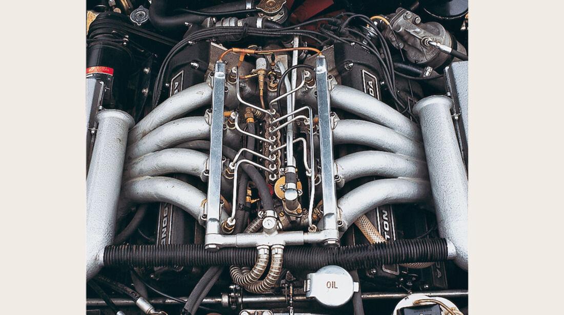 Aston Martin DBS V8, motor