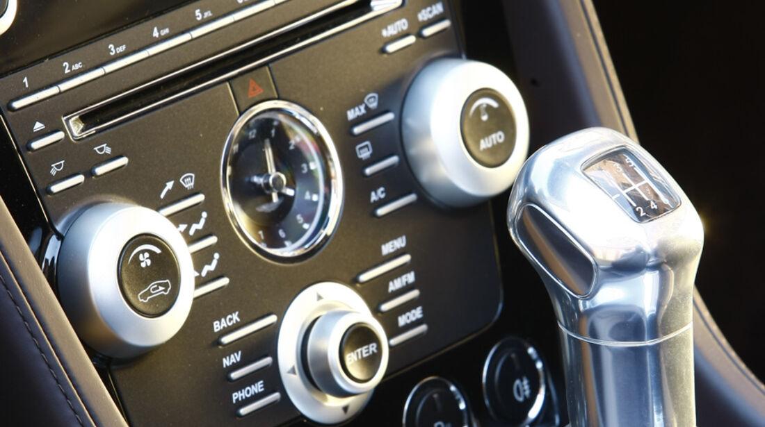 Aston Martin DBS Volante, Mittelkonsole