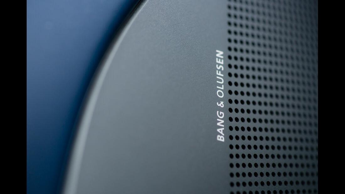 Aston Martin Rapide S, Musikbox