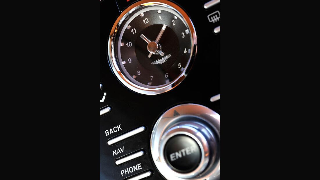 Aston Martin Rapide S, Uhr