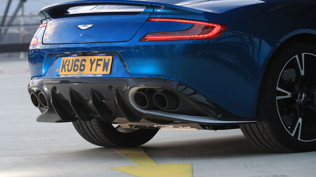 Aston Martin V12 Vanquish S, Endrohre