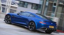 Aston Martin V12 Vanquish S, Heckansicht