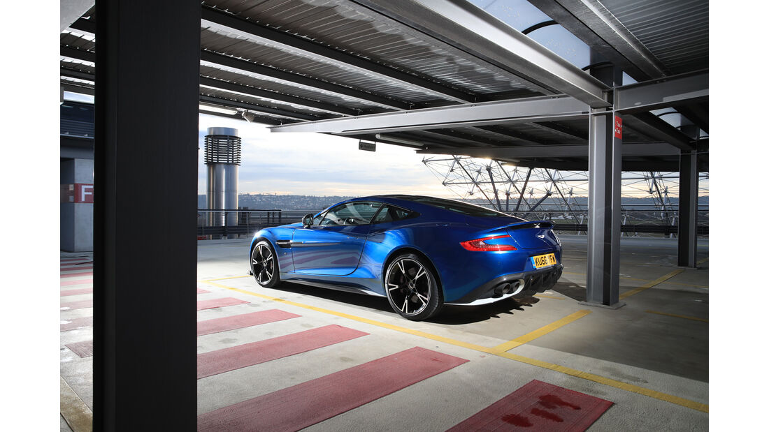 Aston Martin V12 Vanquish S, Seitenansicht