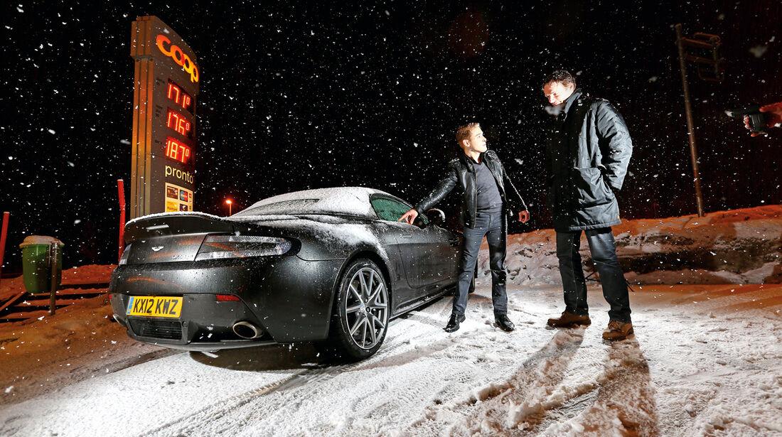 Aston Martin V12 Vantage Roadster, Heckansicht