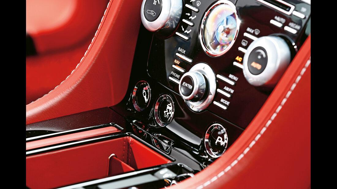 Aston Martin V12 Vantage S, Bedienelemente