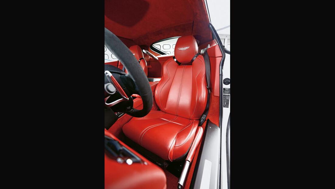 Aston Martin V12 Vantage S, Fahrersitz