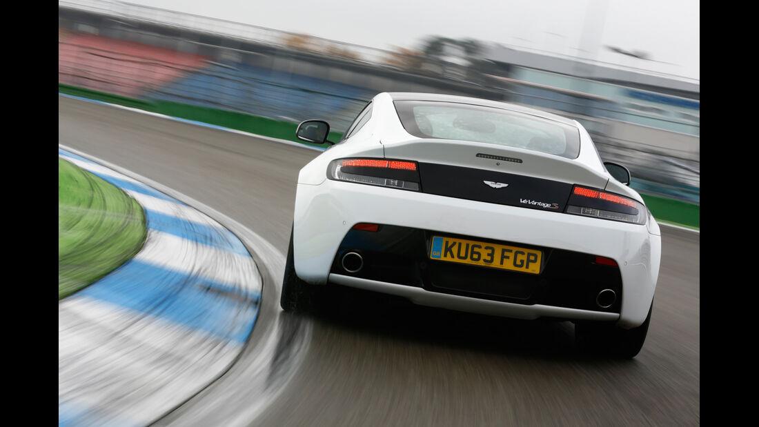 Aston Martin V12 Vantage S, Heckansicht