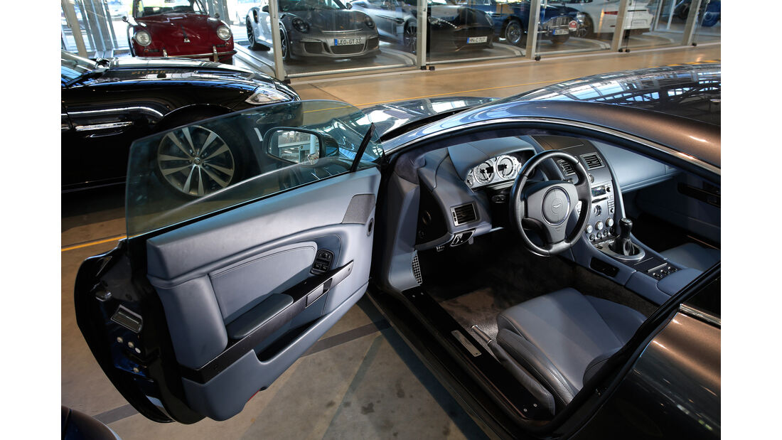 Aston Martin V8 Vantage, Cockpit