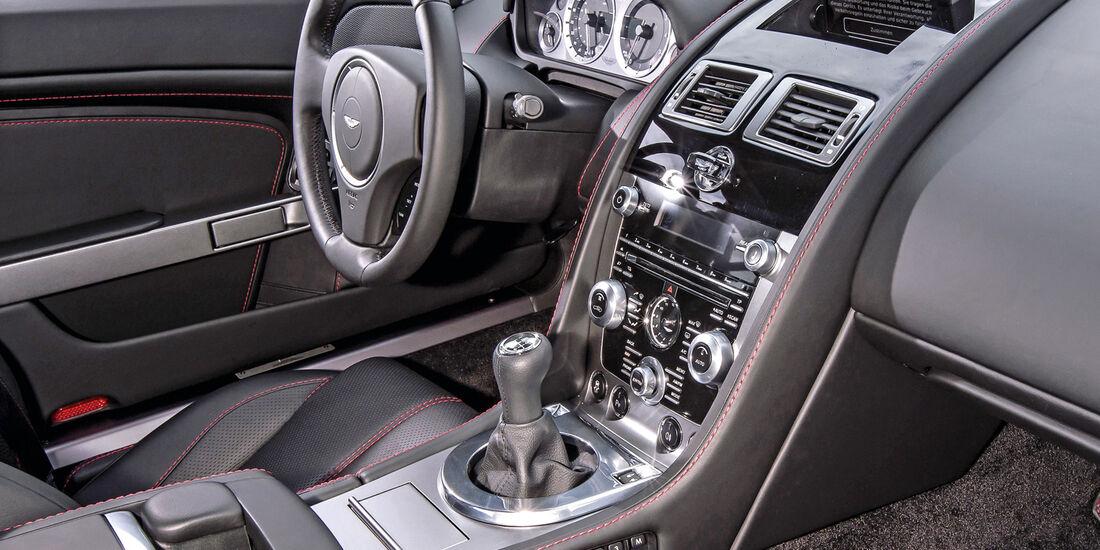 Aston Martin V8 Vantage, Cockpit, Lenkrad