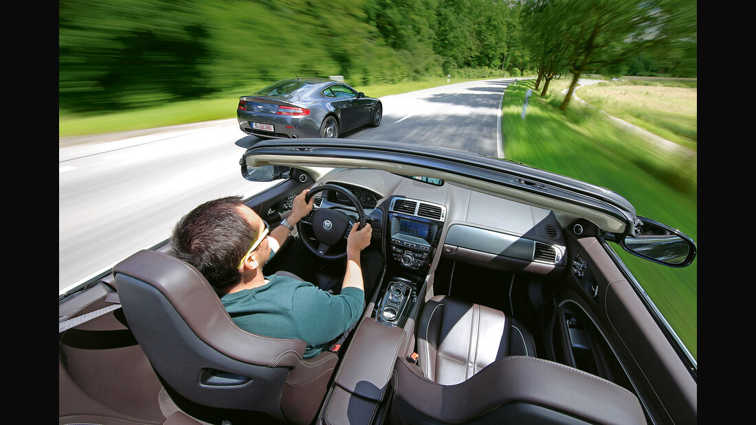 Aston Martin V8 Vantage, Jaguar XKR, Ausfahrt
