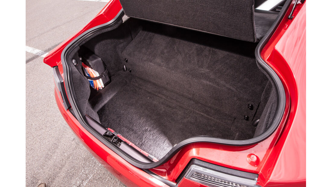 Aston Martin V8 Vantage, Kofferraum