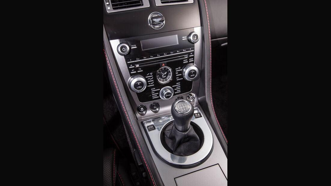 Aston Martin V8 Vantage, Mittelkonsole