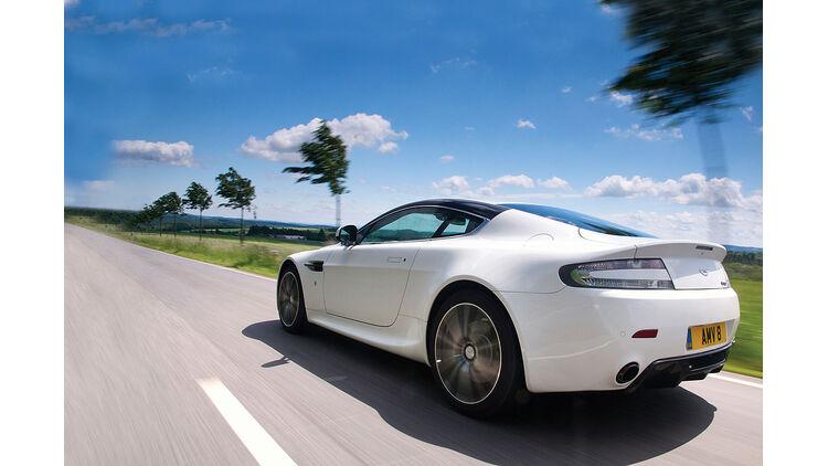 Aston Martin V8 Vantage N420 Vantage V8 N420 Mit Motorsportgenen Auto Motor Und Sport
