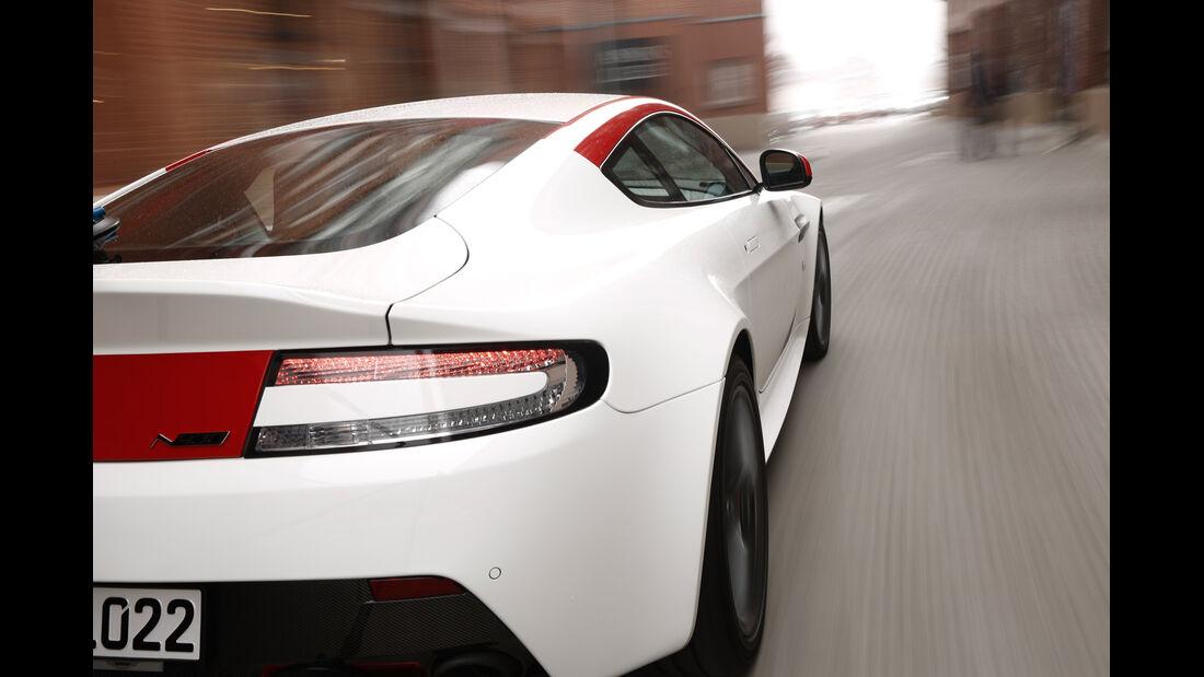 Aston Martin V8 Vantage N430, Seitenführung