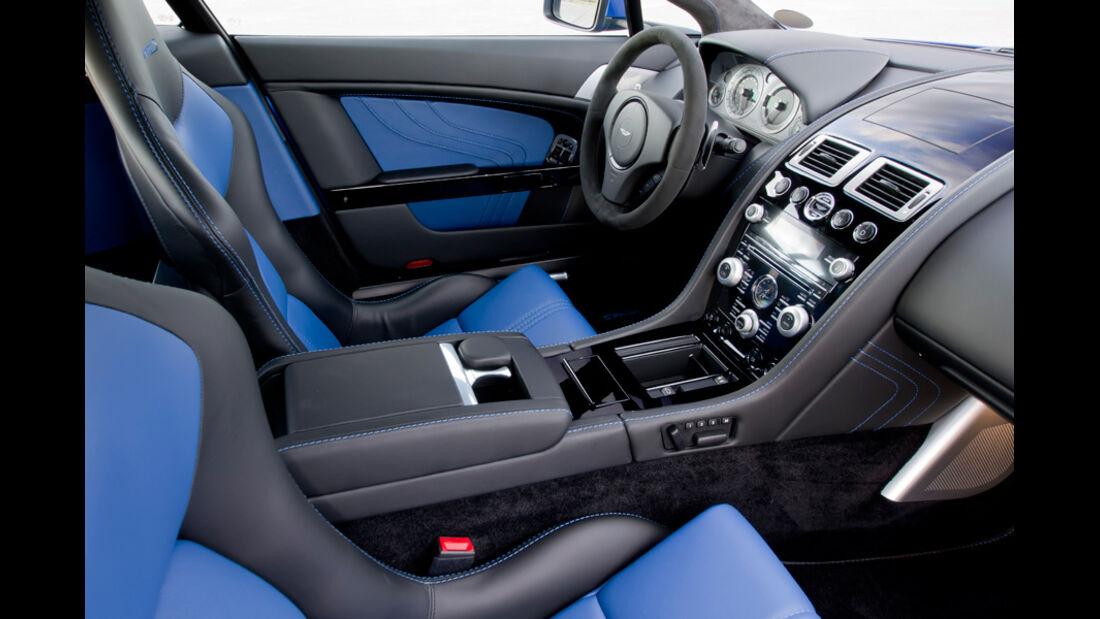 Aston Martin V8 Vantage S, Cockpit, Sitze vorne