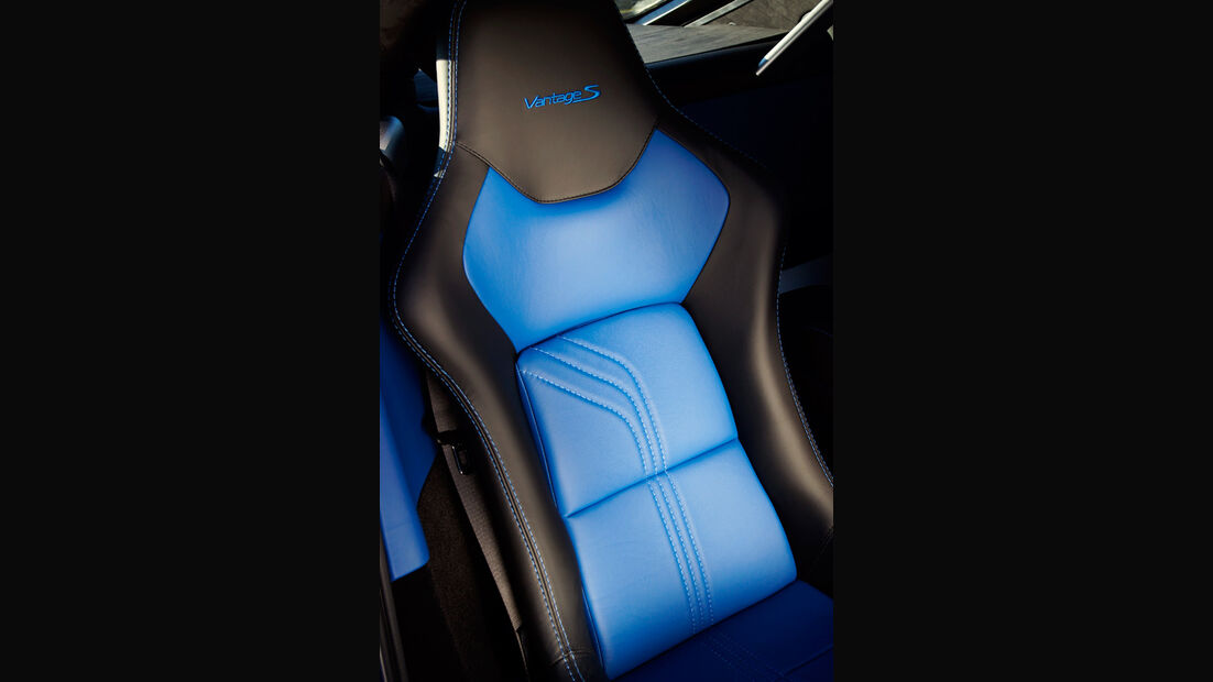 Aston Martin V8 Vantage S, Fahrersitz, Carbon-Schalensitz