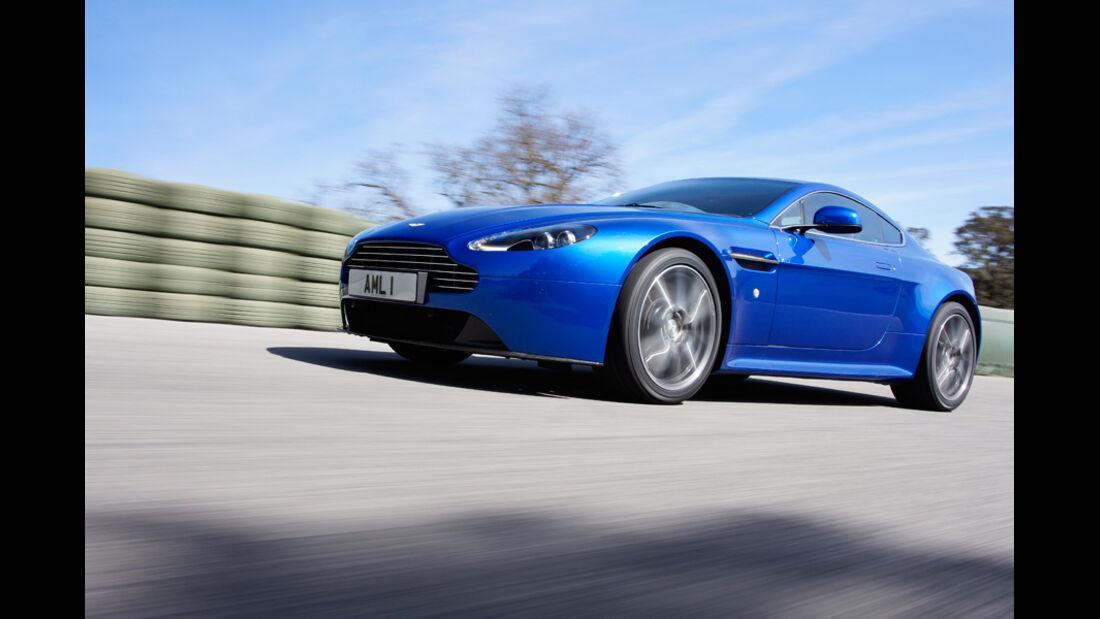 Aston Martin V8 Vantage S, Seitenansicht, Fahrt