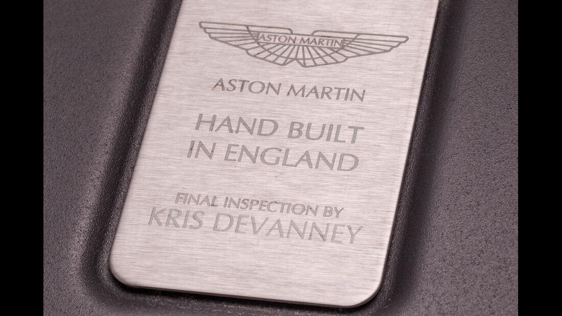 Aston Martin V8 Vantage, Schild