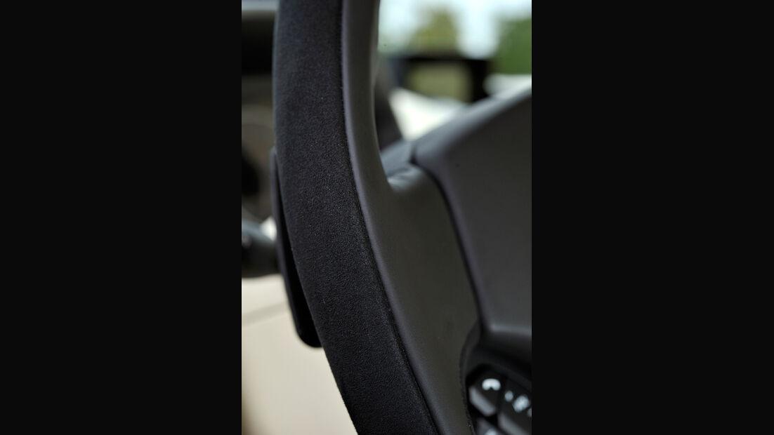 Aston Martin Vanquish, Lenkrad, Kippschalter