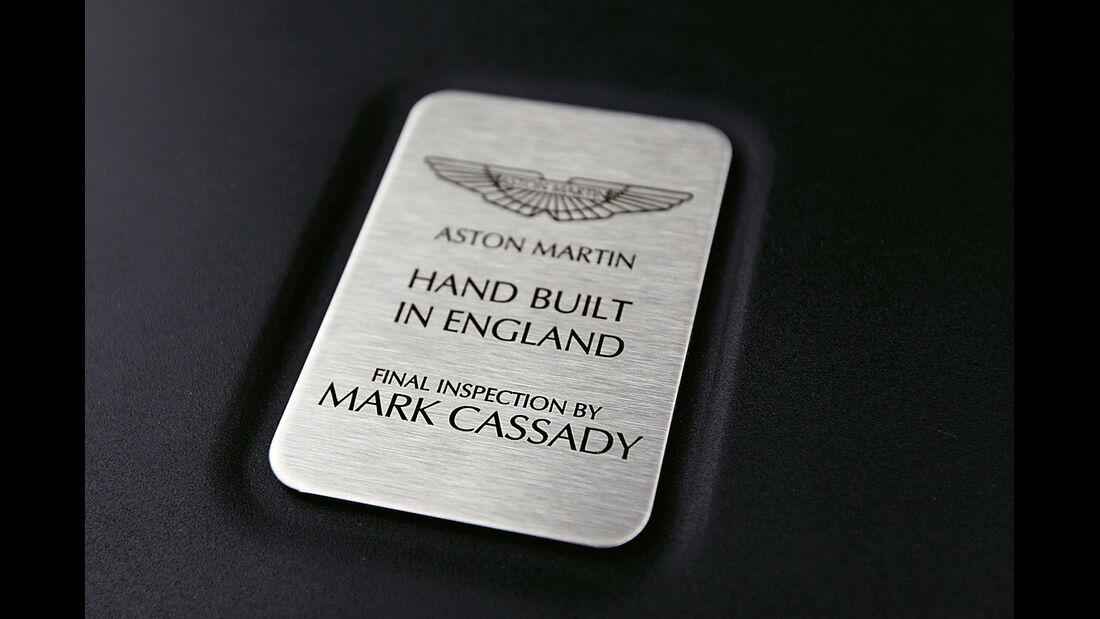 Aston Martin Vanquish, Plakette