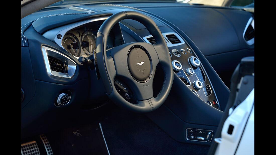 Aston Martin Vanquish Volante, Cockpit