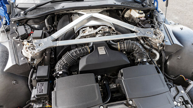 Aston Martin Vantage, Motor