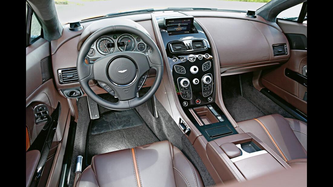 Aston Martin Vantage S, Cockpit